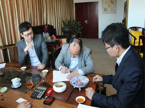 Japanese Customers Signing Contract With RS